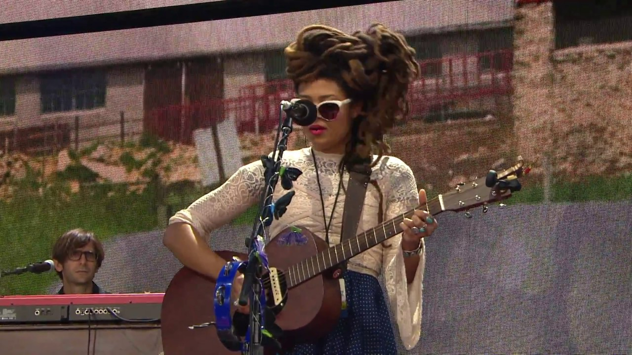 valerie-june-with-you-live-at-farm-aid-2017-farm-aid