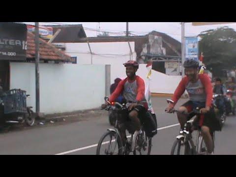 2 Guru Asal Jember Ngontel ke Pulau Madura