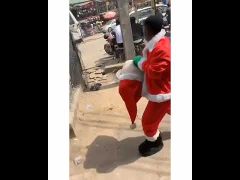 Children Beat Father Christmas Without Gift, He Later Chased Them Away. VIDEO