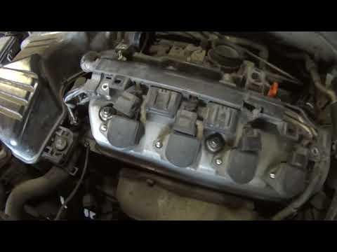 Снимаем крышку клапанов хонда CIVIC. D17a, D15b Remove the cover of Honda valves