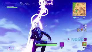 HERE'S WHAT HAPPENS WHEN YOU GET STRUCK BY LIGHTNING ON FORTNITE BATTLE ROYALE