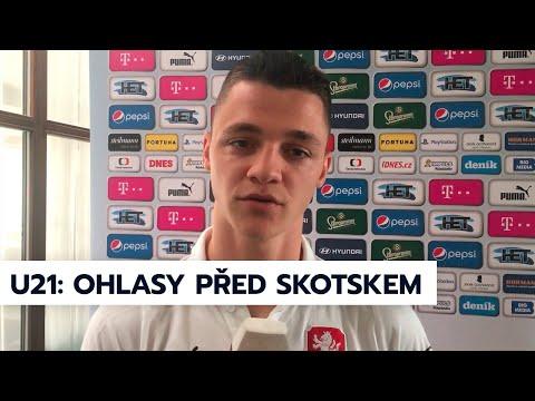 U21   Záložník Dominik Janošek a asistent trenéra Jiří Kohout před zápasem se Skotskem