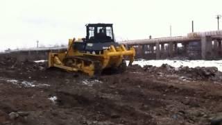 Видео работы бульдозера(Бульдозер SHANTUI SD16 ровняет грунт., 2014-06-02T09:06:20.000Z)