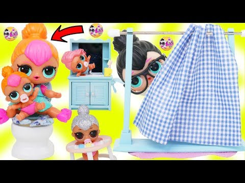 LOL Surprise Dolls + Lil Sisters Mix Wrong Bunk Beds and Strollers at Skipper Bag Vending Machine