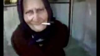 Видео прикол танцующая бабулька