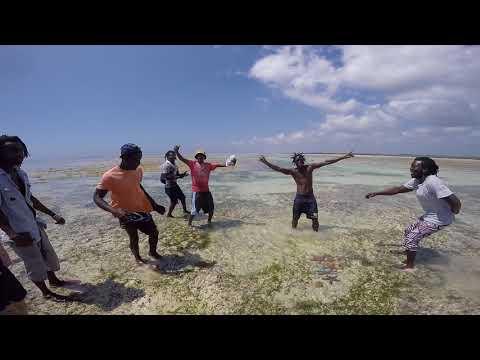 KENYA Watamu Beach Boys cantano HAKUNA MATATA
