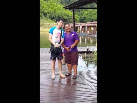คชา เคนท์เดินมาเก็บเสื้อชูชีพ ณ รายาบุรี รีสอร์ท 07/09/2014