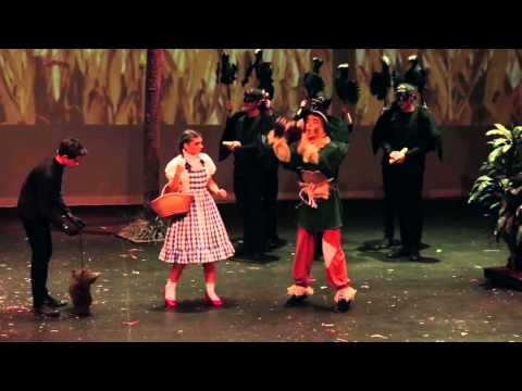 Redlands Wizard of Oz - Scarecrow 'If I Only Had A Brain'