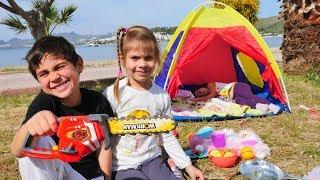 Fındık Ailesi kampa gidiyor. Çadır kuruyoruz