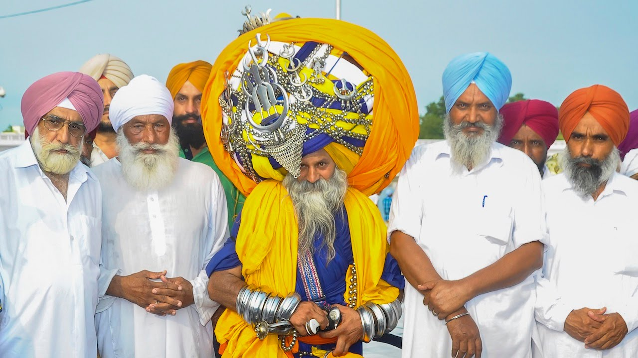 Is This The World's Largest Turban? Man Wears 100lb, 645m ...