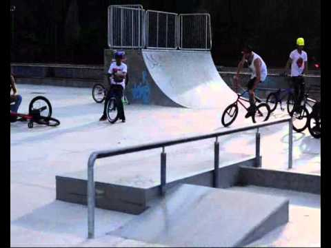 2bf3d225 milano skate park (lampugnano) - YouTube
