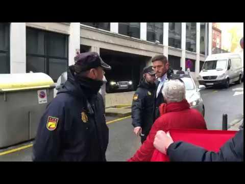 Gritos de 'Fuera' y 'okupa' contra Pedro Sánchez a la salida del acto de Santander