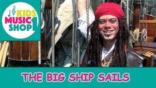 The big ship sails through the Alley Alley O