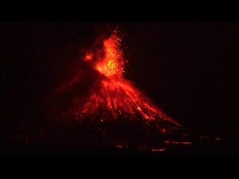 شاهد: ثوران بركان أناك كراكتاو في إندونيسيا  - نشر قبل 3 ساعة