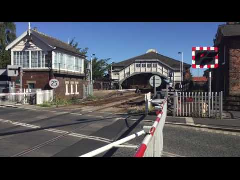 Beverley Station Level Crossing (ER.Yorks) Saturday 06.08.2016