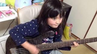 ロックスミスAudrey(9 years old) Plays Bass Slither - Velvet Revolve...