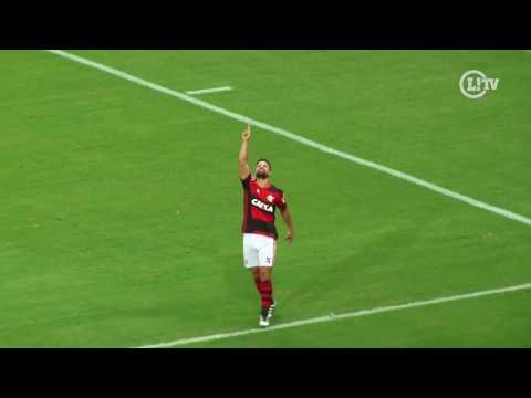 Com gol e caneta humilhante, Diego brilha no Maracanã