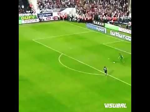 Fernando muslera pasando a jugadores