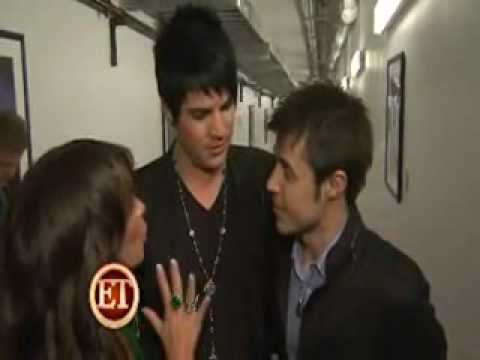 OMG!!!Adam Lambert kissed Kris Allen
