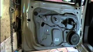 Как разобрать передние двери на Фольксваген  Кадди. Кузовной ремонт. BODY REPAIR