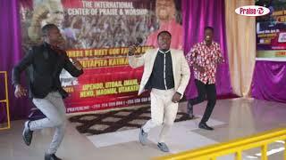 PRAISE TV : MASANJA MKANDAMIZAJI ALIVYOIMBA LIVE KWENYE TAMASHA LA JOSHUA MAKONDEKO