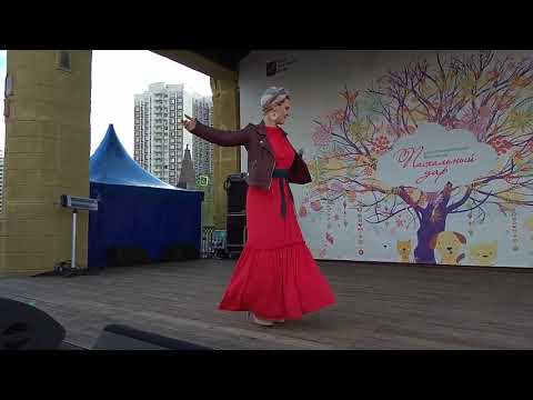 """Песня """"Ходит песенка по кругу"""" исполняет певица Екатерина Гришаева."""