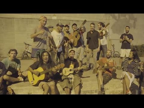 ★ MANU CHAO & Los pibes del Llacuna FC ★ Luna.. llena mi alma de cumbia