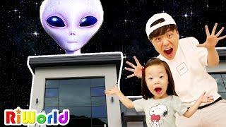 리원이가 외계인집에 갇혔어요! 과연 리원이와 아빠는 탈출할 수 있을까요?  [방탈출하기 6] Escape the Alien house !