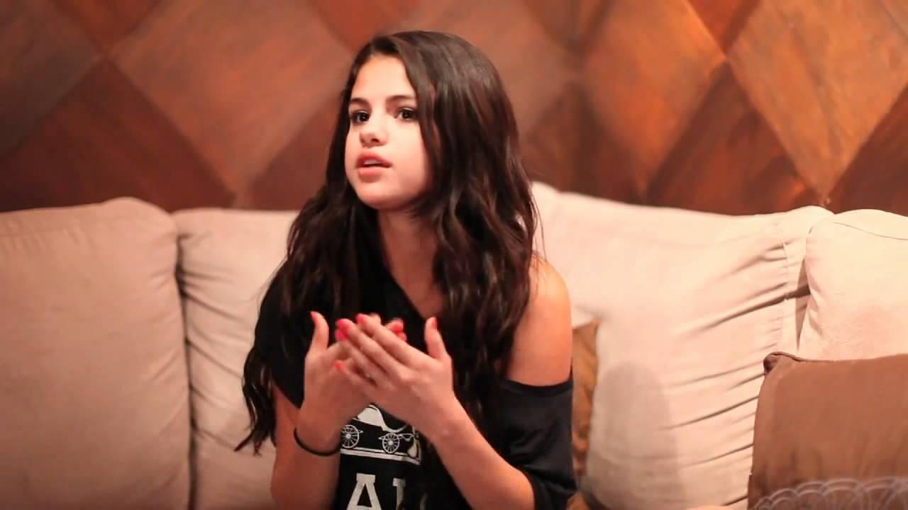 2bde444cb7083e Selena Gomez Answers Some Fan Questions - YouTube