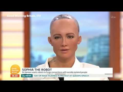 Piers Morgan FLIRTS with a robot called Sophia