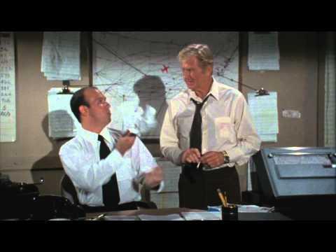 Y a-t-il un pilote dans l'avion ? (1980) // Bande-annonce HD (VO) poster