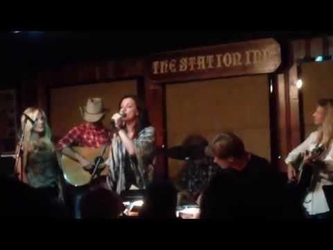 Martina McBride and Rhonda Vincent sing