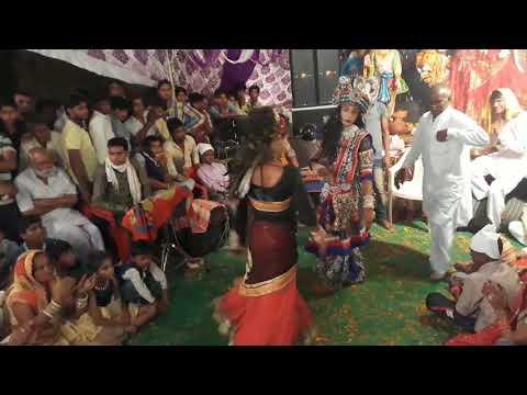 Gujri chakhade thoda makhan pyar se