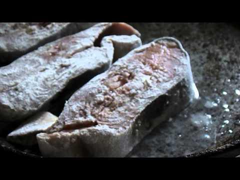 Простые блюда. Стейк из горбуши с картофельным пюре.