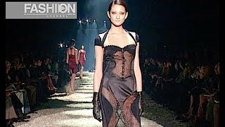 GUCCI Fall 2003 2004 Milan - Fashion Channel YOUTUBE CHANNEL: http:...