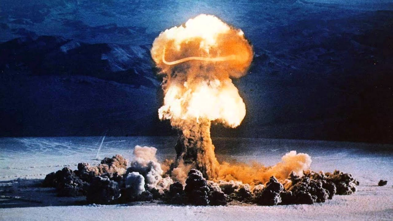 an analysis of the development of the atomic bomb its use in the world war two and the cold war peri The dropping of the atomic bomb: a military measure background: the use of nuclear weapons on japan is perhaps the most controversial military decision the.