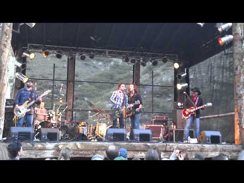 Johnny Hickman performing 'Lonesome Johnny Blues' with Roger Clyne & The Peacemakers