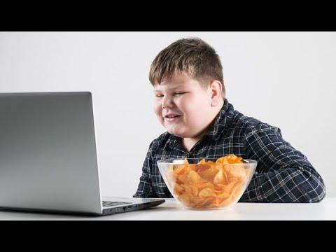 دراسة: مواقع التواصل الاجتماعي تهدد طفلك بالسمنة  - نشر قبل 35 دقيقة