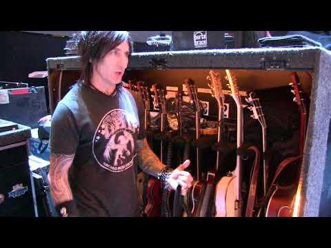 Richard Fortus Details his Guns 'N Roses Gear