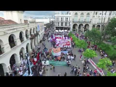 Con distintos reclamos, cientos de mujeres marcharon por el centro de la ciudad