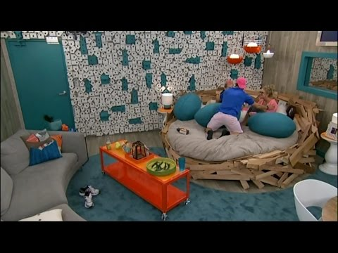 7/18 12:24am - Zach Joins Nicole and Frankie in the Nest, They Watch Hayden on the TV