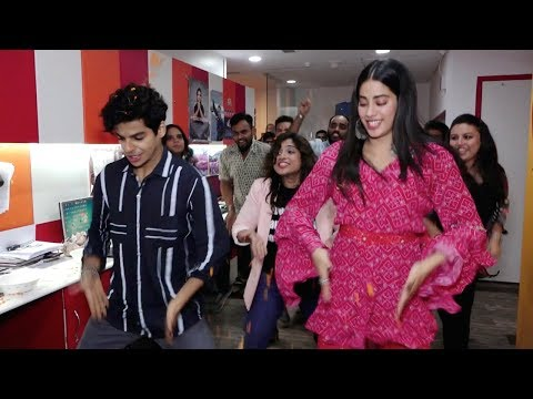 Janhvi Kapoor And Ishaan Khatter AMAZING DANCE On Zingaat Song From Dhadak