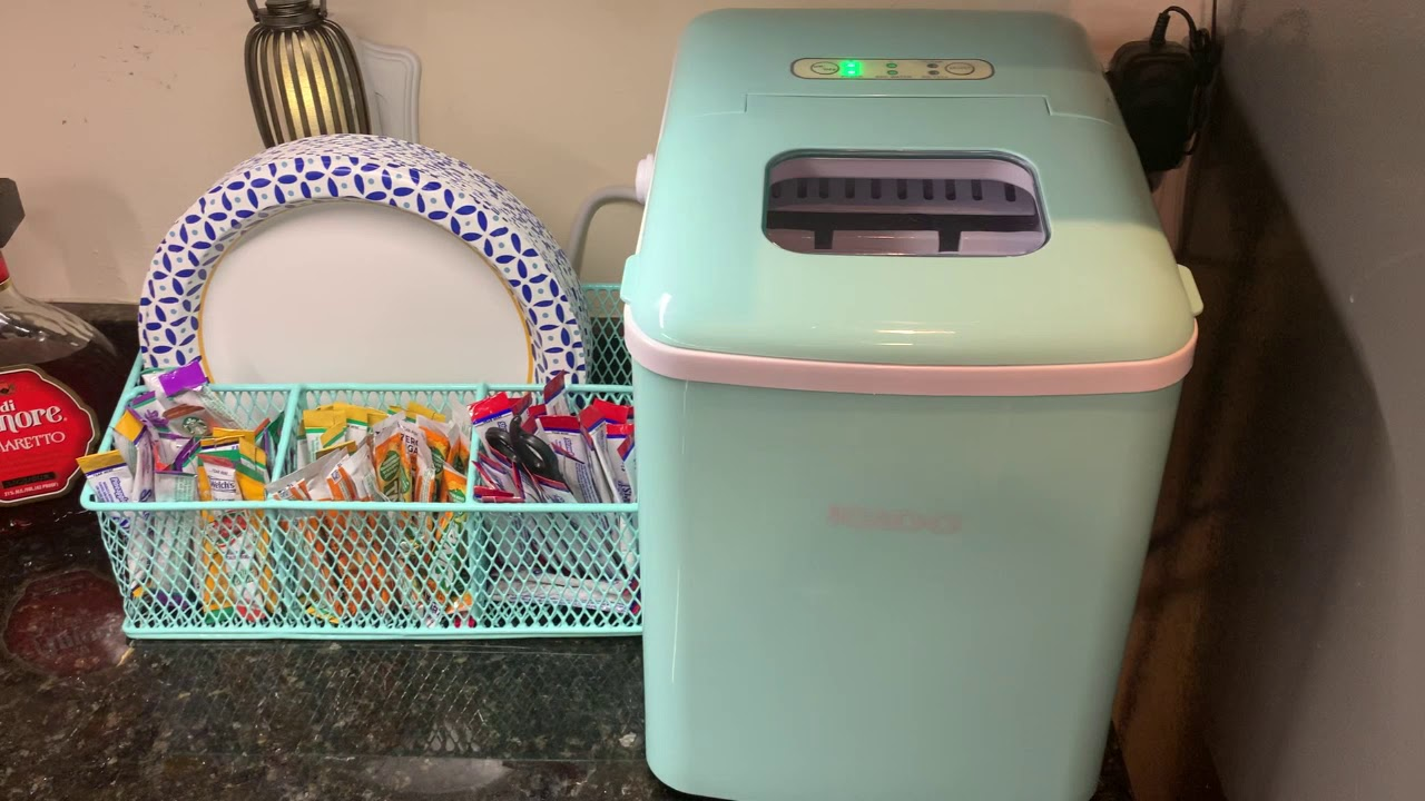 Review Igloo Iceb26hnaq Automatic Self Cleaning Countertop Ice Machine W Handle 26lbs In 24hrs Youtube