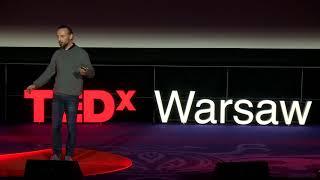 Twórzmy unikalne doświadczenia łącząc świat fizyczny z cyfrowym   Wiesław Bartkowski   TEDxWarsaw