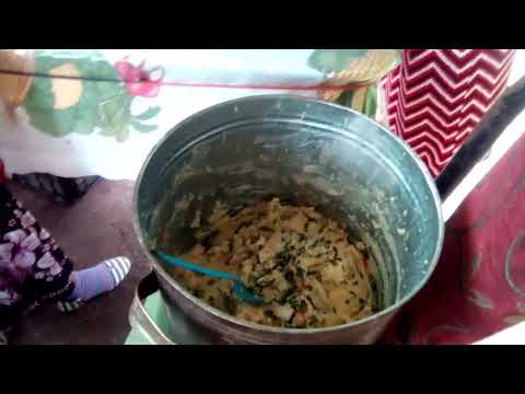 Haciendo tamales de chipilin con quesillo...