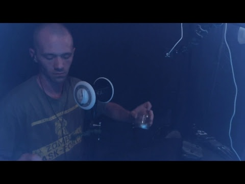 Live ASMR Making of: Snare Drum Humming, Tapping, Scratching, and Such