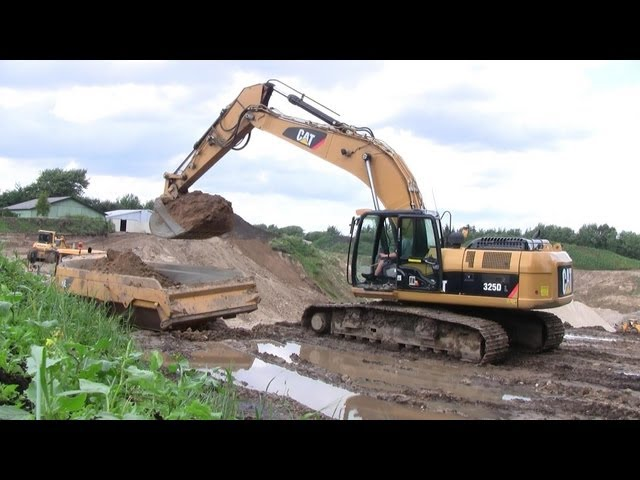Volvo A30E And Cat 325D: One Man Operation