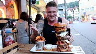 XXL Burger Challenge mit  1kg Fleisch | SMOLIK IN GEFAHR