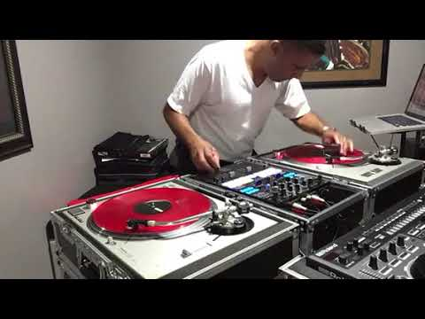 Philly Old School DJ Scratching!
