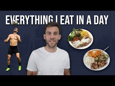 A Pro Footballer's Full Meal Plan | What Do They Eat Every Day?